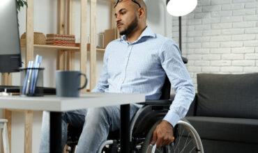 Aposentadoria com regras mais brandas para portadores de deficiência de natureza física, mental, intelectual ou sensorial.